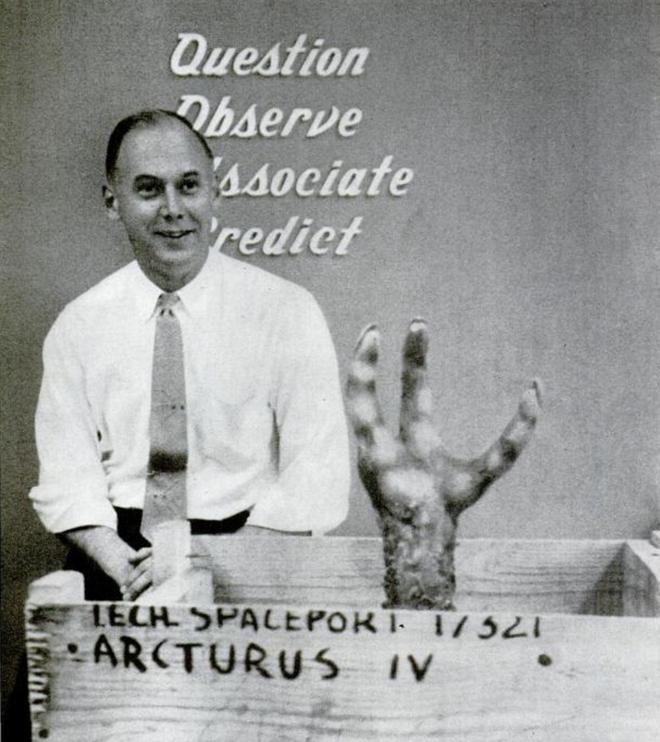 Năm 1951, một nhóm sinh viên nhận bài tập về nhà lạ lùng: thiết kế sản phẩm cho một chủng tộc ngoài hành tinh có gốc gác chim chóc - Ảnh 3.