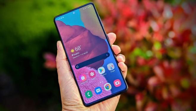 Samsung lại vượt mặt Apple, giành lại ngôi vương nhà sản xuất smartphone số 1 thế giới - Ảnh 1.