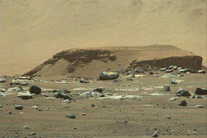 Các nhà khoa học cho biết nước trên Sao Hỏa có thể không biến mất, nó chỉ bị ẩn dưới lớp đá trên bề mặt - Ảnh 2.