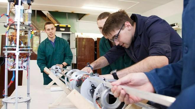 Chỉ với hơn 63 triệu VND, nhóm sinh viên Nga chế tạo tên lửa đi thi quốc tế - Ảnh 5.