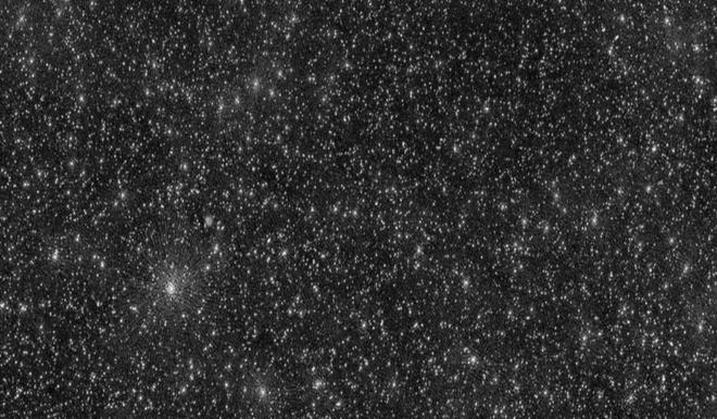 Bức ảnh vũ trụ đáng sợ nhất từ trước đến nay: 25000 chấm trắng, mỗi chấm trắng là lỗ đen siêu lớn - Ảnh 1.