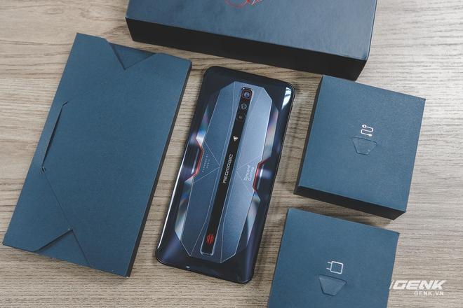Trên tay Red Magic 6 Pro: Điện thoại gaming Snapdragon 888, màn hình 165Hz, sạc nhanh 120W cực khủng - Ảnh 3.