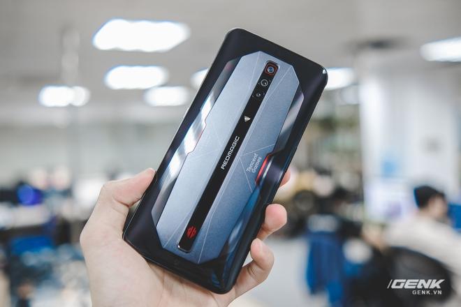 Trên tay Red Magic 6 Pro: Điện thoại gaming Snapdragon 888, màn hình 165Hz, sạc nhanh 120W cực khủng - Ảnh 9.