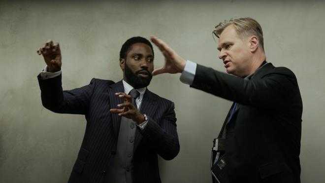 """Christopher Nolan nói phim của ông phải ra rạp xem cho nó chuẩn, YouTuber này """"nhét"""" TENET vào GameBoy xem cho nó chất - Ảnh 1."""