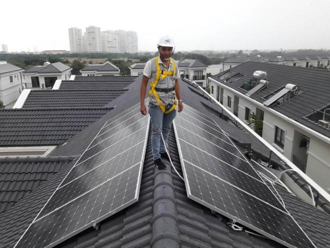 Giá lắp điện mặt trời cho hộ gia đình đang ngày càng rẻ nhưng có thực sự đáng tiền đầu tư? - Ảnh 4.