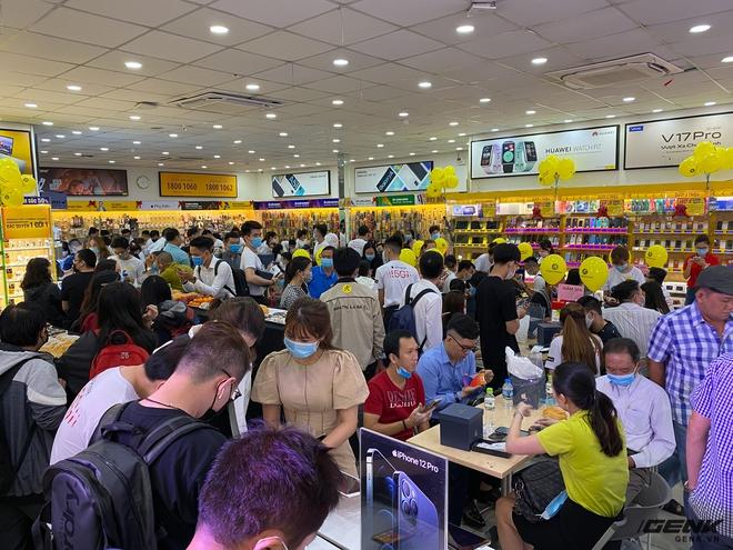 VinFast vừa làm được điều mới chỉ iPhone 12 làm được ở Việt Nam, bằng cách làm mà Tesla đã từng áp dụng - Ảnh 2.
