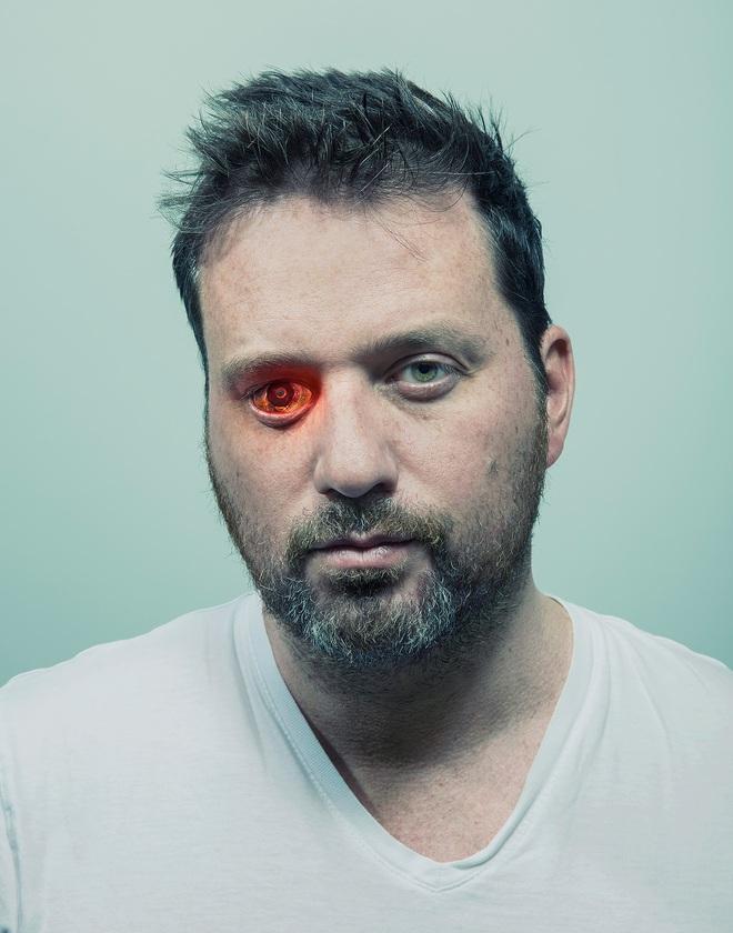 David Vintiner: Thợ săn cyborg và một thế giới khi con người giao thoa với máy móc - Ảnh 8.