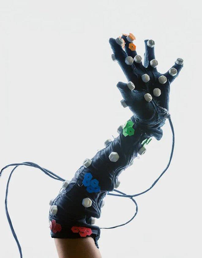 David Vintiner: Thợ săn cyborg và một thế giới khi con người giao thoa với máy móc - Ảnh 22.