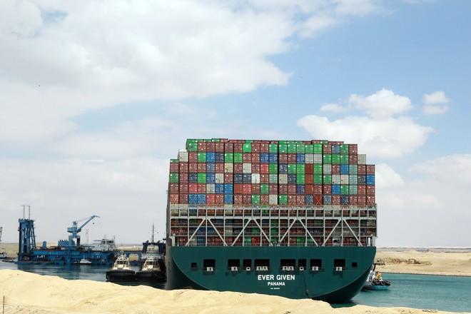 Khi máy xúc và tàu kéo vô dụng, các chuyên gia đang chờ Thiên Nhiên ra tay giải cứu tàu Ever Given mắc cạn tại kênh đào Suez - Ảnh 7.