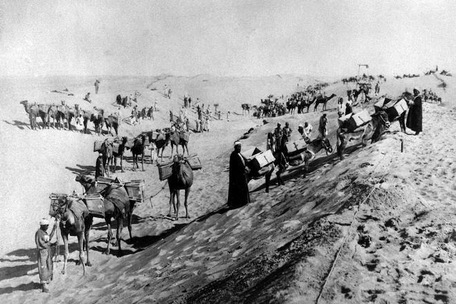 Khi máy xúc và tàu kéo vô dụng, các chuyên gia đang chờ Thiên Nhiên ra tay giải cứu tàu Ever Given mắc cạn tại kênh đào Suez - Ảnh 3.