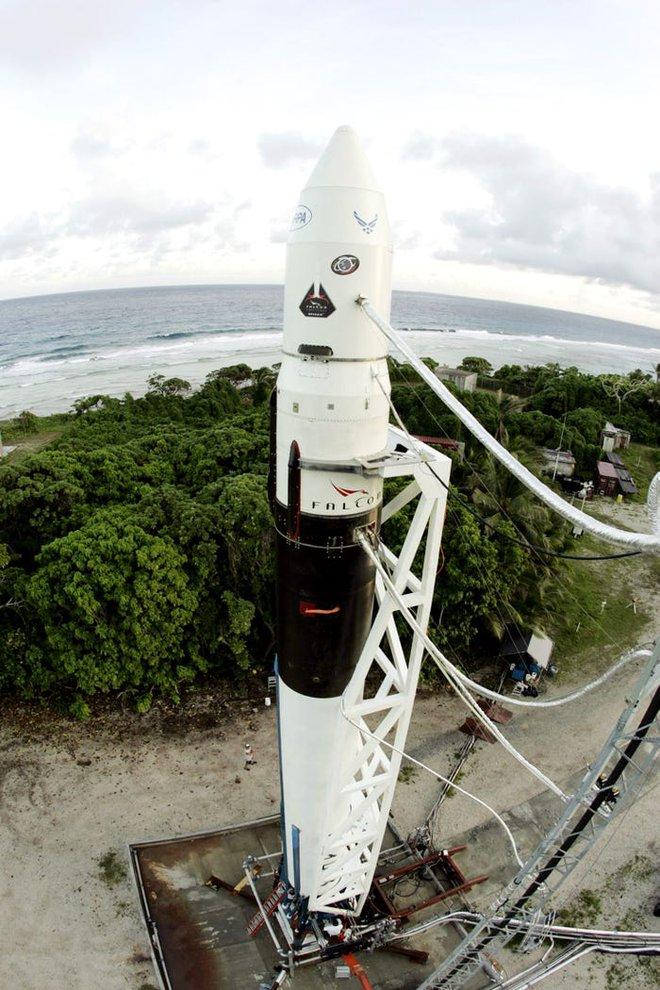 Elon Musk từng để các kỹ sư tên lửa của mình sống trên một hòn đảo không có thức ăn - Ảnh 2.