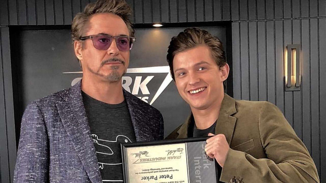 """Đi thử vai Spider-Man, Tom Holland hí hửng trò chuyện với """"chú Stark"""", nhưng hóa ra đó chỉ là diễn viên đóng thế cho Robert Downey Jr. - Ảnh 1."""