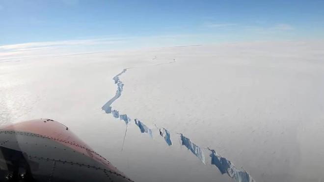 Vết nứt khổng lồ ở Nam Cực giải phóng tảng băng trôi rộng 1270 km2 - Ảnh 1.