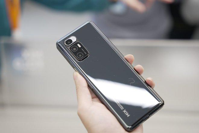 Cận cảnh Xiaomi Mi MIX Fold: Thiết kế gập giống Galaxy Z Fold2, giá chỉ từ 35 triệu thì có gì khác biệt? - Ảnh 18.