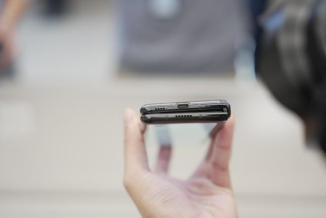 Cận cảnh Xiaomi Mi MIX Fold: Thiết kế gập giống Galaxy Z Fold2, giá chỉ từ 35 triệu thì có gì khác biệt? - Ảnh 9.
