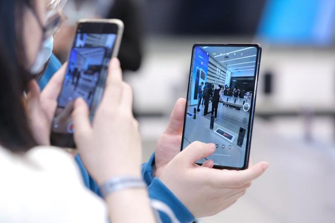 Cận cảnh Xiaomi Mi MIX Fold: Thiết kế gập giống Galaxy Z Fold2, giá chỉ từ 35 triệu thì có gì khác biệt? - Ảnh 13.