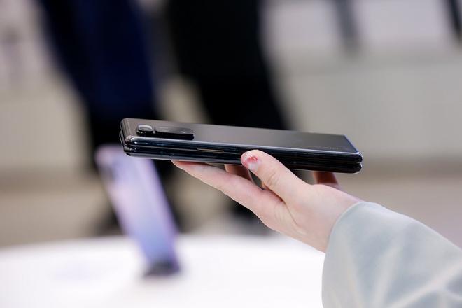 Cận cảnh Xiaomi Mi MIX Fold: Thiết kế gập giống Galaxy Z Fold2, giá chỉ từ 35 triệu thì có gì khác biệt? - Ảnh 16.