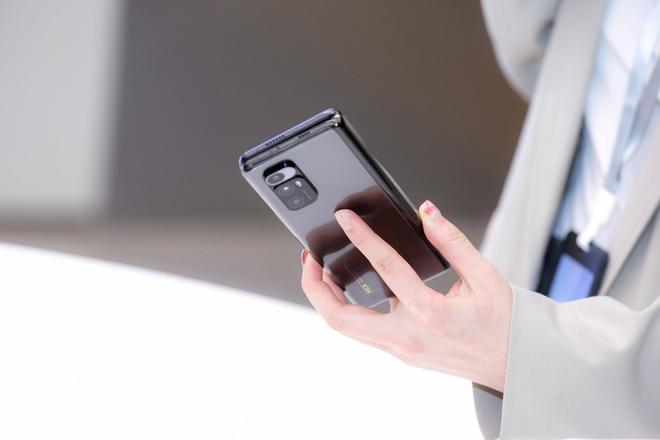 Cận cảnh Xiaomi Mi MIX Fold: Thiết kế gập giống Galaxy Z Fold2, giá chỉ từ 35 triệu thì có gì khác biệt? - Ảnh 10.