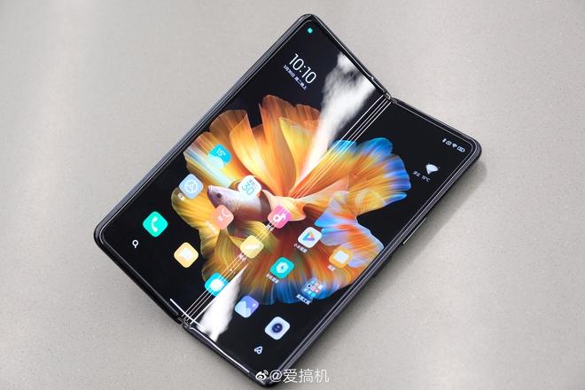 Cận cảnh Xiaomi Mi MIX Fold: Thiết kế gập giống Galaxy Z Fold2, giá chỉ từ 35 triệu thì có gì khác biệt? - Ảnh 3.