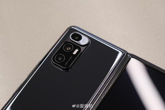 Cận cảnh Xiaomi Mi MIX Fold: Thiết kế gập giống Galaxy Z Fold2, giá chỉ từ 35 triệu thì có gì khác biệt? - Ảnh 12.