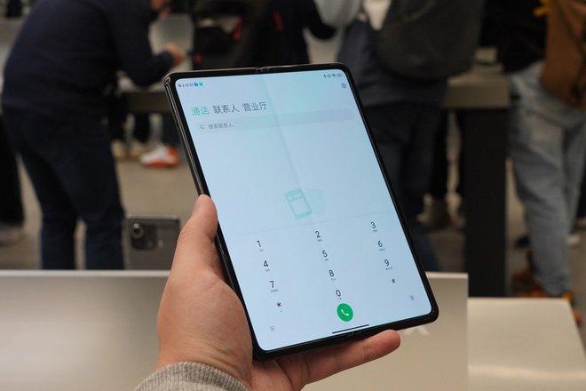 Cận cảnh Xiaomi Mi MIX Fold: Thiết kế gập giống Galaxy Z Fold2, giá chỉ từ 35 triệu thì có gì khác biệt? - Ảnh 5.