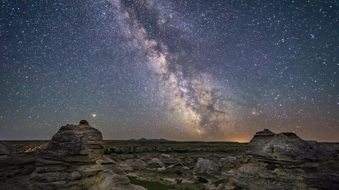 Các nhà thiên văn tìm thấy nơi an toàn nhất để sống trong Dải Ngân hà - Ảnh 1.