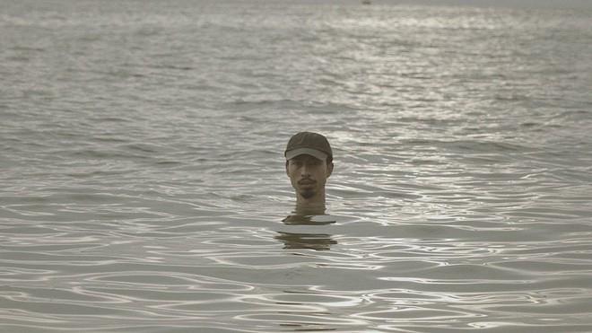 Nếu cả thế giới cùng nhảy xuống biển như Đen Vâu, thì nước biển sẽ dâng lên bao nhiêu cm? - Ảnh 1.