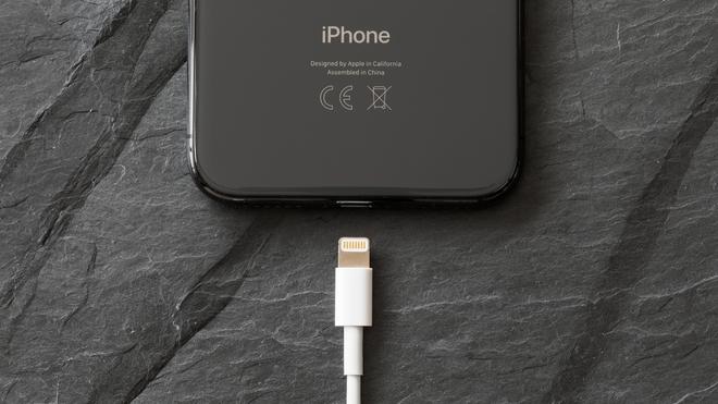 Apple được cấp bằng sáng chế cổng sạc từ tính trên iPhone, có thể sẽ thay thế Lightning - Ảnh 1.