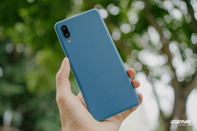 Trên tay Galaxy A02: Smartphone giá rất rẻ, pin rất trâu của Samsung - Ảnh 3.