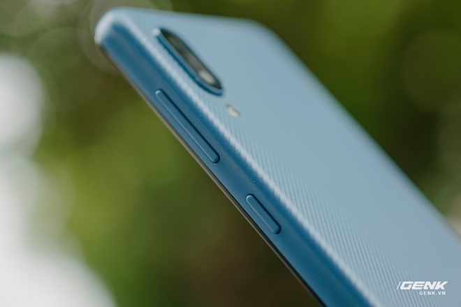 Trên tay Galaxy A02: Smartphone giá rất rẻ, pin rất trâu của Samsung - Ảnh 10.
