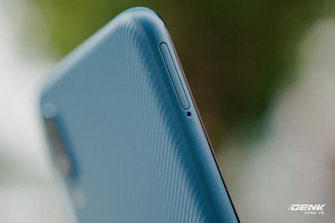 Trên tay Galaxy A02: Smartphone giá rất rẻ, pin rất trâu của Samsung - Ảnh 11.