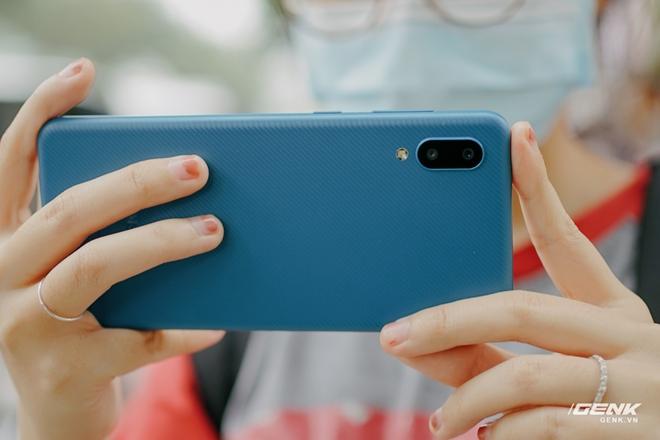 Trên tay Galaxy A02: Smartphone giá rất rẻ, pin rất trâu của Samsung - Ảnh 14.