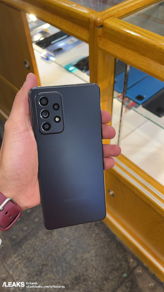 Galaxy A52 lộ ảnh thực tế: Mặt lưng nhám, camera lồi, phụ kiện đầy đủ - Ảnh 4.