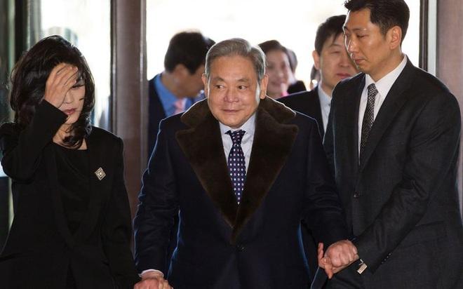 Gia tộc Samsung có thể thoát khỏi khoản thuế thừa kế khổng lồ nhờ 1 tài sản bí mật của cố chủ tịch Lee Kun-hee? - Ảnh 2.