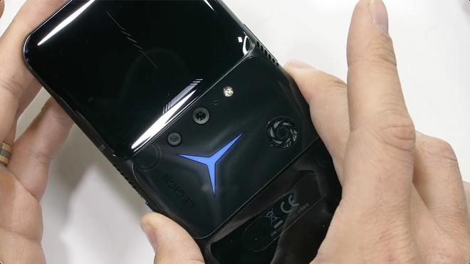 Test độ bền Lenovo Legion Phone Duel 2 và cái kết: Trông thì hầm hố đấy nhưng bẻ nhẹ là gãy! - Ảnh 7.