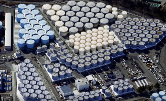 Không thể xử lý nổi nước ô nhiễm hạt nhân từ nhà máy Fukushima, Nhật Bản quyết định sẽ xả ra biển - Ảnh 1.