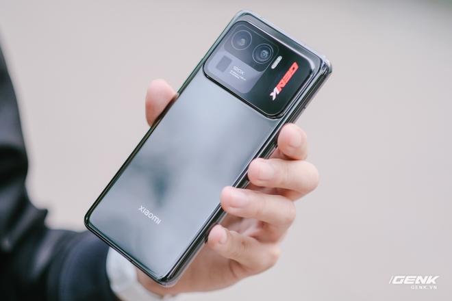 Trên tay Xiaomi Mi 11 Pro và Mi 11 Ultra: Nâng cấp chính về camera và sạc nhanh, bản Ultra có 2 màn hình cực chất, giá từ 20 triệu đồng - Ảnh 6.