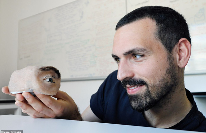 Nhìn chiếc webcam như thể mắt người này, bạn sẽ không khỏi giật mình thon thót mỗi khi nó liếc nhìn bạn - Ảnh 5.