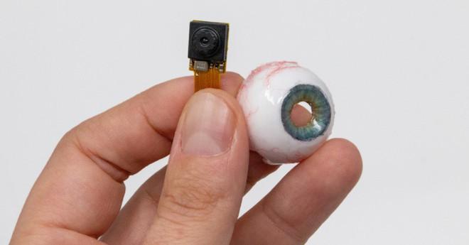 Nhìn chiếc webcam như thể mắt người này, bạn sẽ không khỏi giật mình thon thót mỗi khi nó liếc nhìn bạn - Ảnh 2.