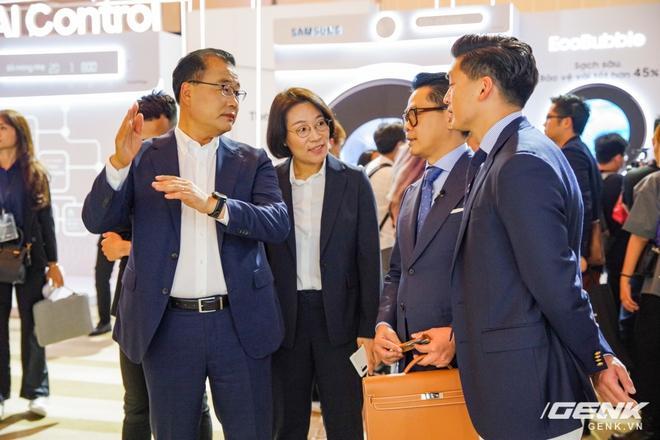Samsung Việt Nam ra mắt loạt sản phẩm công nghệ cao cấp, trong đó có cả TV MICRO LED giá lên đến 3,5 tỉ đồng - Ảnh 2.
