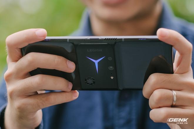 Trên tay máy chơi game Lenovo Legion Phone Duel 2 tại VN: Thiết kế độc lạ, camera selfie thò thụt, có 2 quạt tản nhiệt, 2 cổng sạc, giá chỉ từ 13.8 triệu đồng - Ảnh 31.