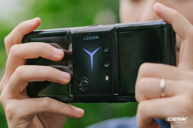 Trên tay máy chơi game Lenovo Legion Phone Duel 2 tại VN: Thiết kế độc lạ, camera selfie thò thụt, có 2 quạt tản nhiệt, 2 cổng sạc, giá chỉ từ 13.8 triệu đồng - Ảnh 8.