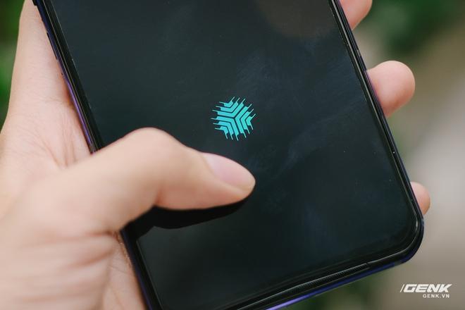 Trên tay máy chơi game Lenovo Legion Phone Duel 2 tại VN: Thiết kế độc lạ, camera selfie thò thụt, có 2 quạt tản nhiệt, 2 cổng sạc, giá chỉ từ 13.8 triệu đồng - Ảnh 19.