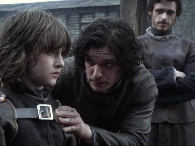 10 năm nhìn lại: Tập đầu tiên của Game of Thrones từng bị chủ tịch HBO chê đến mức phải làm lại, thay đổi hoàn toàn kịch bản lẫn diễn viên - Ảnh 7.