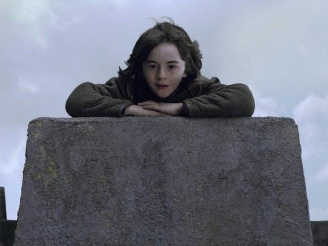 10 năm nhìn lại: Tập đầu tiên của Game of Thrones từng bị chủ tịch HBO chê đến mức phải làm lại, thay đổi hoàn toàn kịch bản lẫn diễn viên - Ảnh 9.