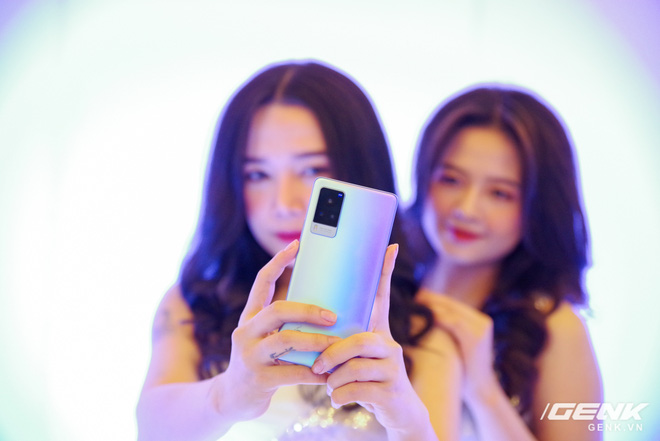 Vivo X60 Pro chính thức ra mắt tại Việt Nam: Ống kính kết hợp với Zeiss, chạy chip Snapdragon 870, hỗ trợ 5G giá 20 triệu đồng - Ảnh 1.