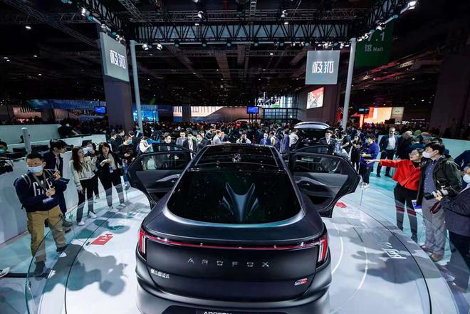 Huawei ra mắt ô tô điện đầu tiên: Chạy hệ điều hành HarmonyOS, nhiều công nghệ giống smartphone, giá bán từ 38.700 USD - Ảnh 6.