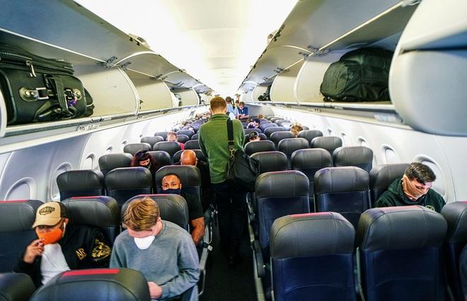 Điểm chung kỳ lạ giữa chiếc vé máy bay mùa dịch và iPhone, MacBook, iPad... - Ảnh 2.