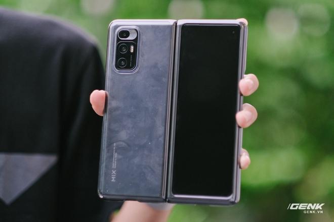 Trên tay Xiaomi Mi MIX Fold tại VN: Smartphone màn hình gập đầu tiên của Xiaomi có gì hấp dẫn? - Ảnh 3.