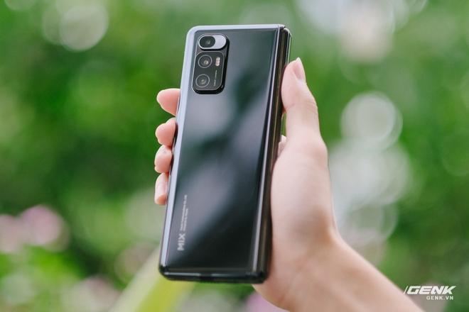Trên tay Xiaomi Mi MIX Fold tại VN: Smartphone màn hình gập đầu tiên của Xiaomi có gì hấp dẫn? - Ảnh 4.
